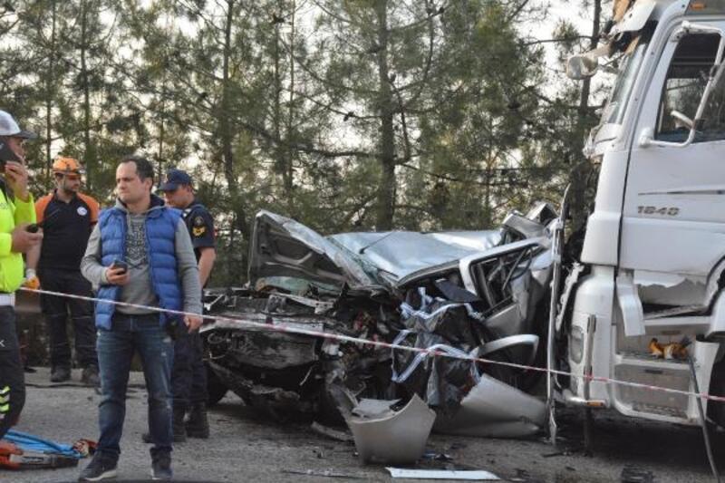 TIR'ı sollayan otomobil, karşı yönden gelen TIR ile çarpıştı: 1 ölü