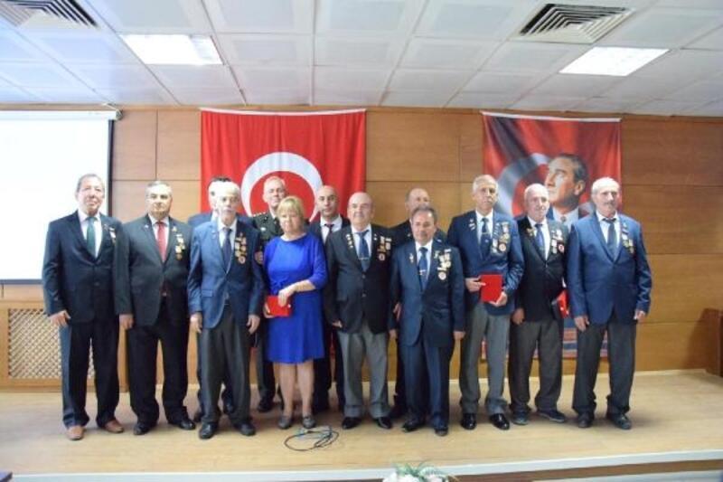 Ayvalık'ta 11 Kıbrıs gazisine madalya verildi