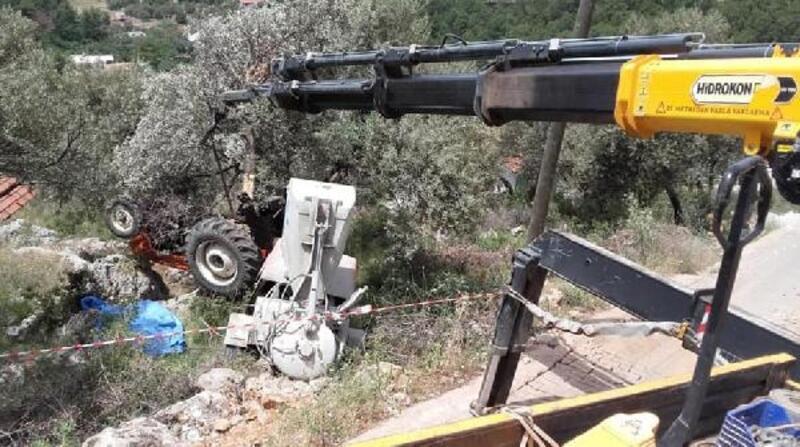 Traktör devrildi, sürücü öldü