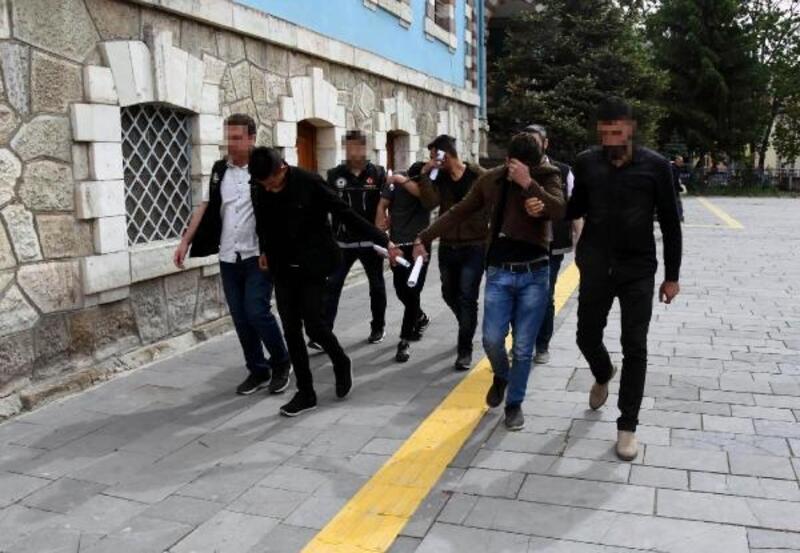 Kütahya'da, 4 uyuşturucu satıcısına tutuklama