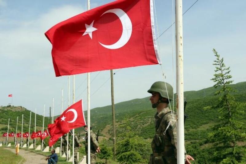 Bingöl'de PKK'lıların şehit ettiği 33 er anıldı