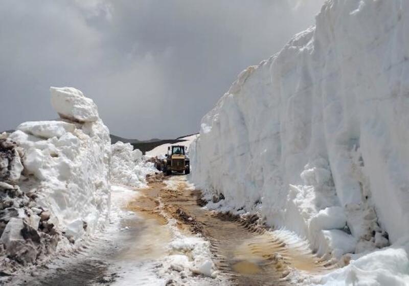 Akseki yaylalarında 10 metrelik karla mücadele