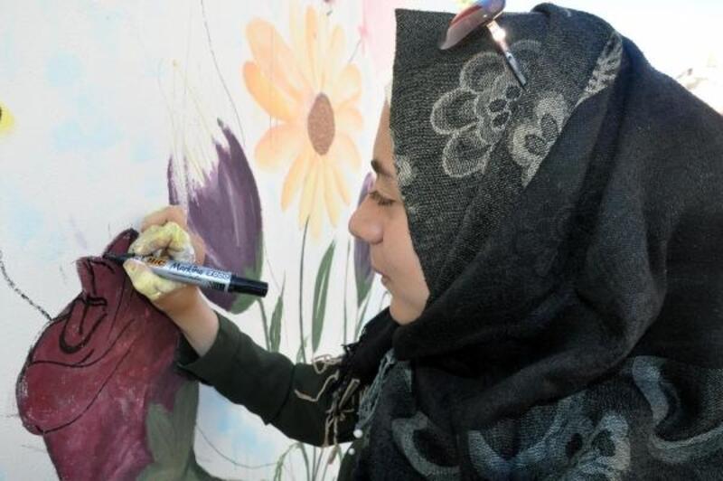 Suriyeli öğrenciler duvarları süsledi