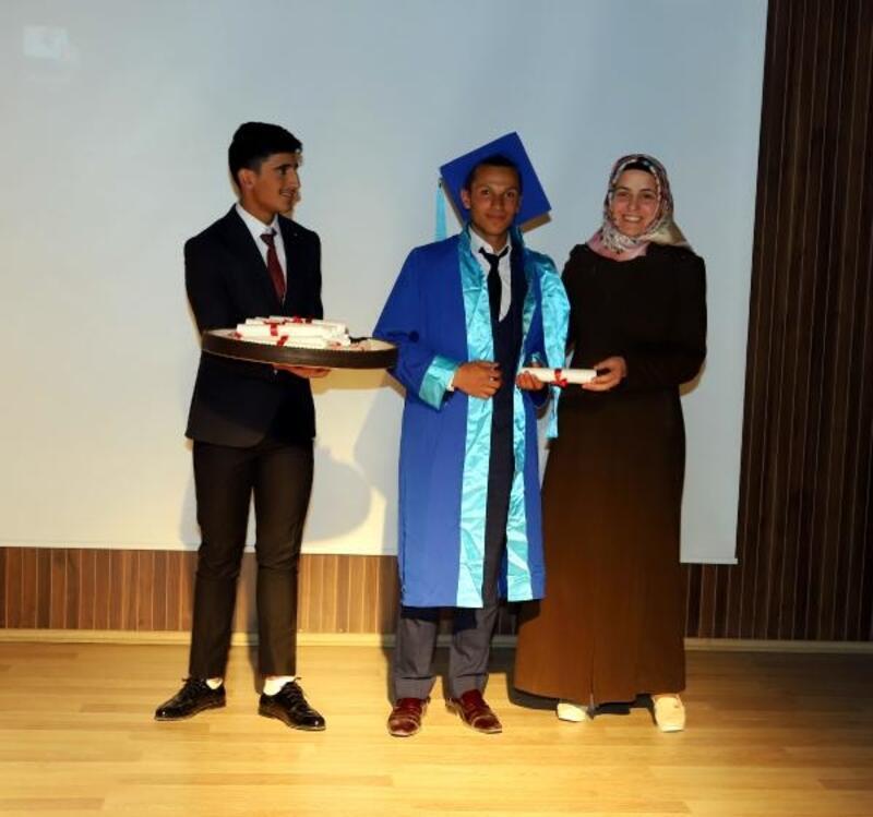 Çayda kaybolan lise birincisi Murat'ın mezuniyet töreni görüntüleri ortaya çıktı