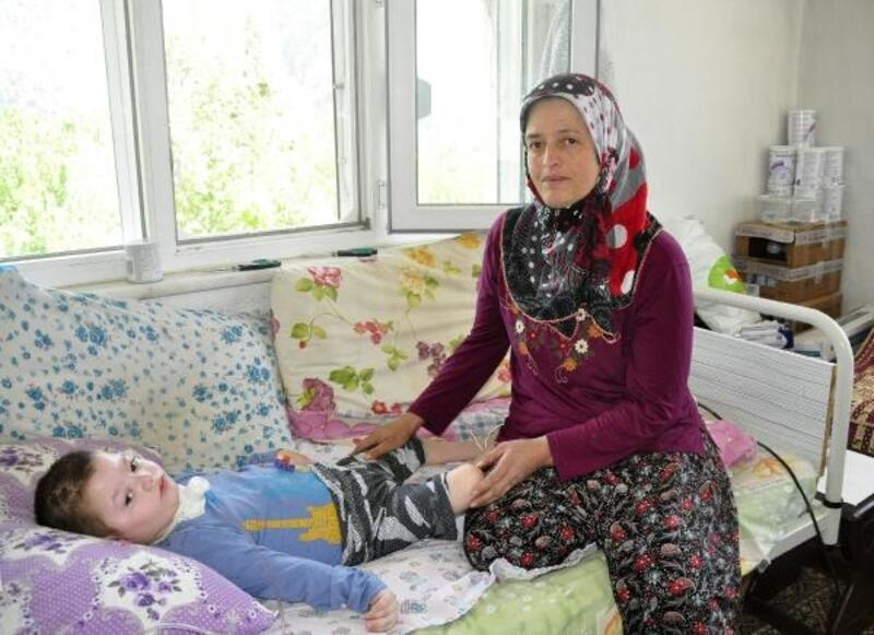 Yatağa bağımlı minik Hasan, fizik tedaviden yoksun kaldı