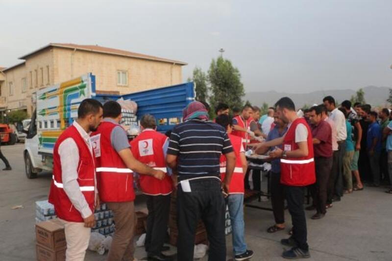 Kızılay'dan Habur'daki şoförlere iftar