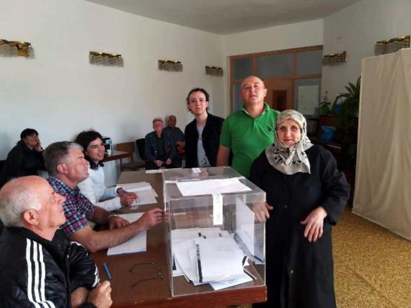 Bulgaristan, AP'ye girecek 17 milletvekili için sandık başında