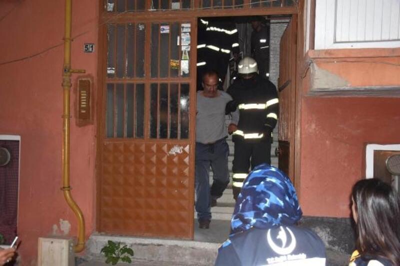Yangında uyuya kaldı, polis ekiplerince kurtarıldı