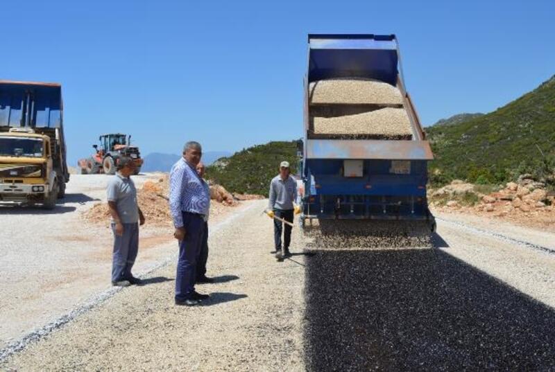 Kaş Bezirgan yolu asfaltlandı