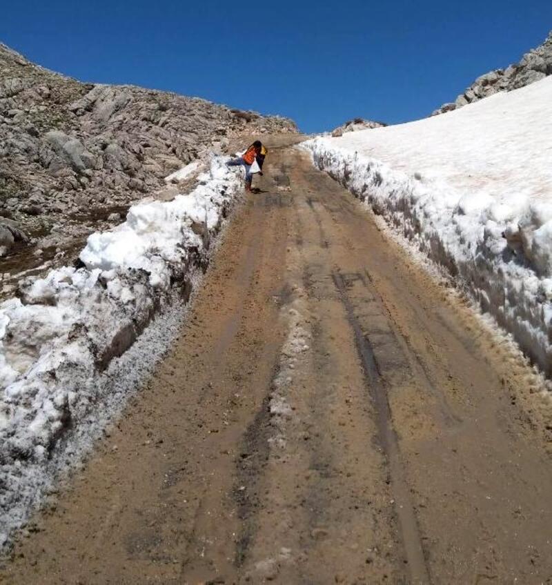 Karla kaplı yayla yolları açılıyor