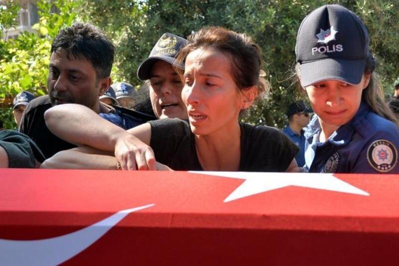 Öldürülen polis memuru Merve Ünal, Mersin'de toprağa verildi
