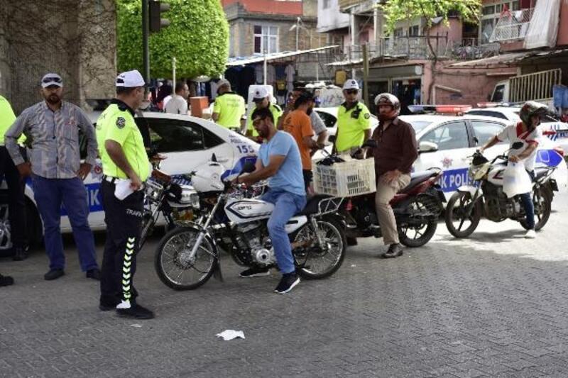 Adana polisinden motosiklet sürücülerine denetim