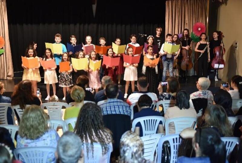Çocuk piyanistlerin gösterisi beğeni topladı