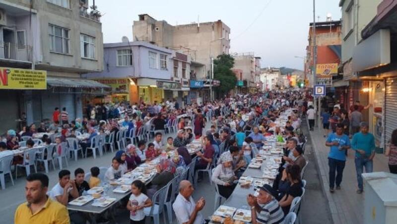 Kadirli'de 15 bin kişilik iftar yemeği