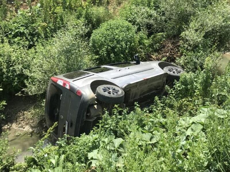 Bursa'da kontrolden çıkan araç dereye uçtu: 1 yaralı