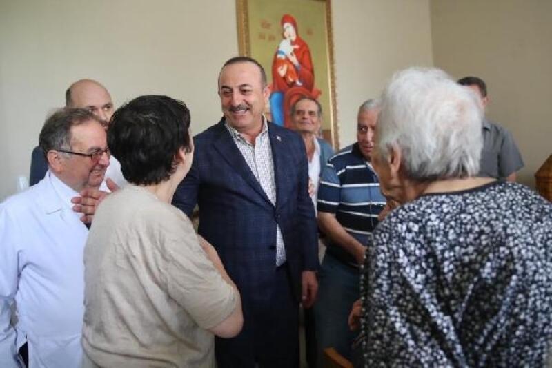 Dışişleri Bakanı Çavuşoğlu Zeytinburnu'nda esnaf ziyaretinde bulundu