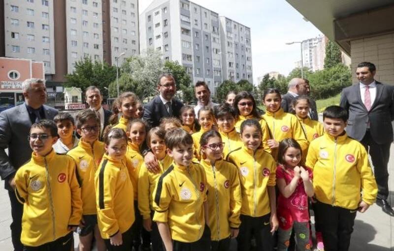 Bakan Kasapoğlu: Spor eğitimine okul öncesinde başlayacağız