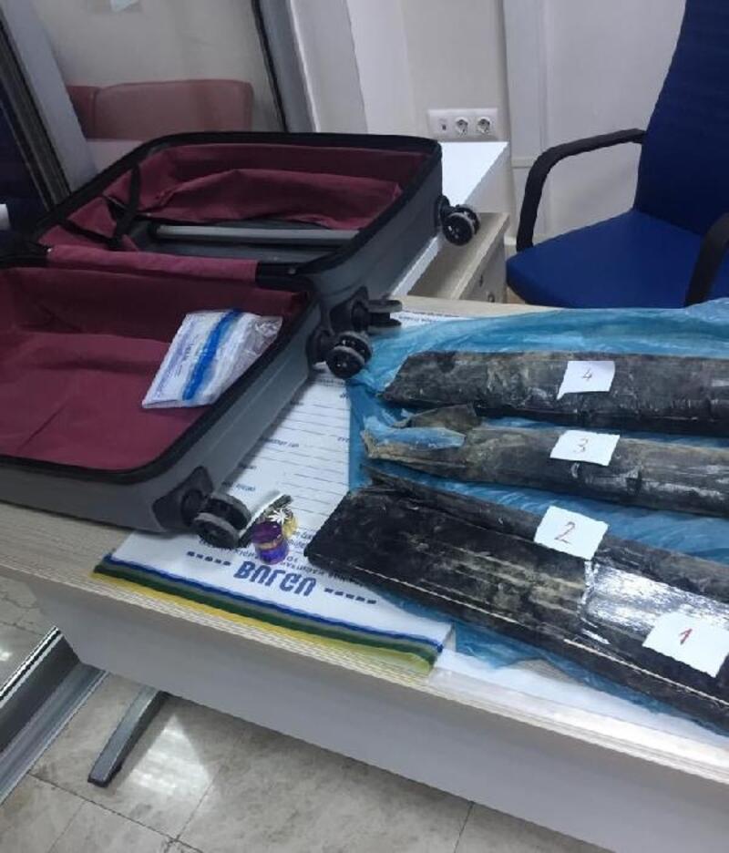 Letonyalı yolcunun valizinden 5 kilo eroin çıktı