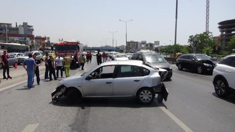 Ataşehir'de sapağı kaçıran sürücü kazaya neden oldu