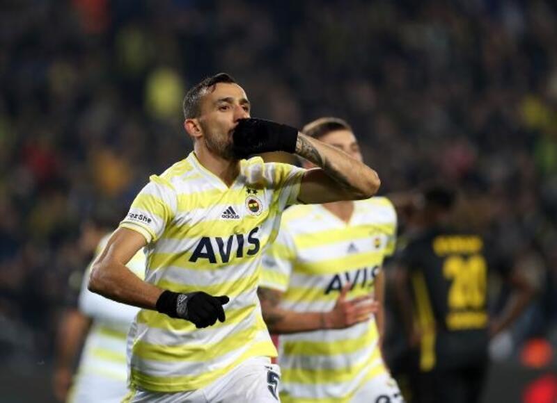 Milli takımın ve Fenerbahçe'nin tecrübeli kaptanı Mehmet Topal'dan açıklama
