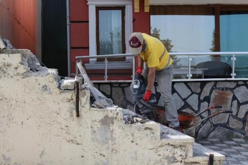 Tavşanlı'da termal tesislerindeki eski yapılar yıkılıyor