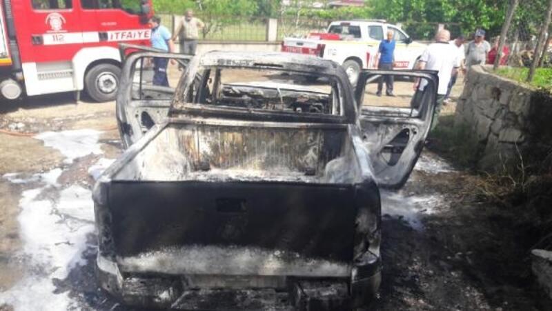Erdek'te yanan kamyonet kül oldu