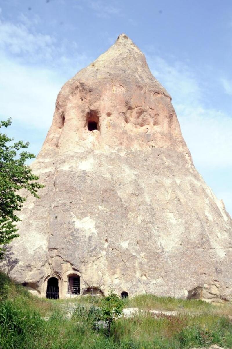 1301 nüfuslu köyde 23 kilise bulunuyor