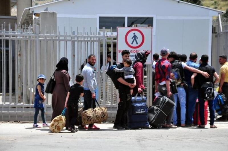 Cilvegözü'nden bayram için Suriye'ye gidenlerin sayısı 29 bini buldu