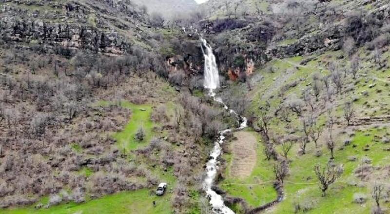 Kato Dağı'ndaki şelale kar suyuyla çağladı