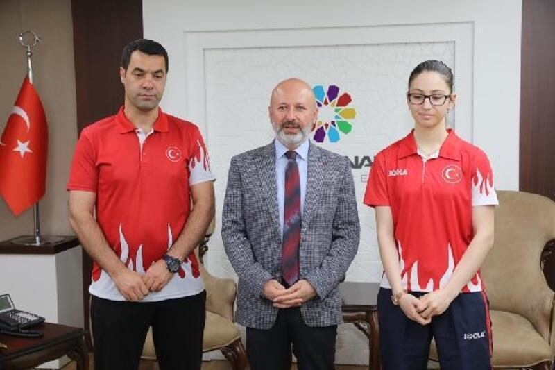 Olimpiyat sporcusu Özge Yılmaz, Kocasinan'da