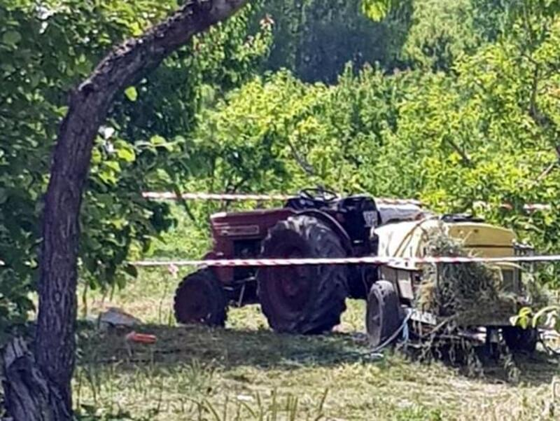İlaçlama makinesi şaftına kıyafeti takılan kadın öldü