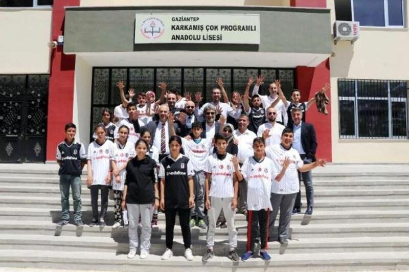 Gaziantep'te 350 çocuğa Beşiktaş forması
