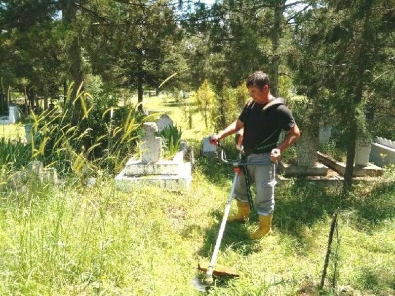 Hisarcık'ta mezarlık temizliği