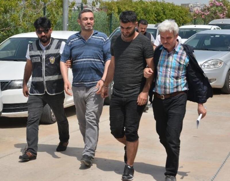 1'i görme engelli 3 Suriyeli tarihi Tevrat'ı satmaya çalışırken yakalandı