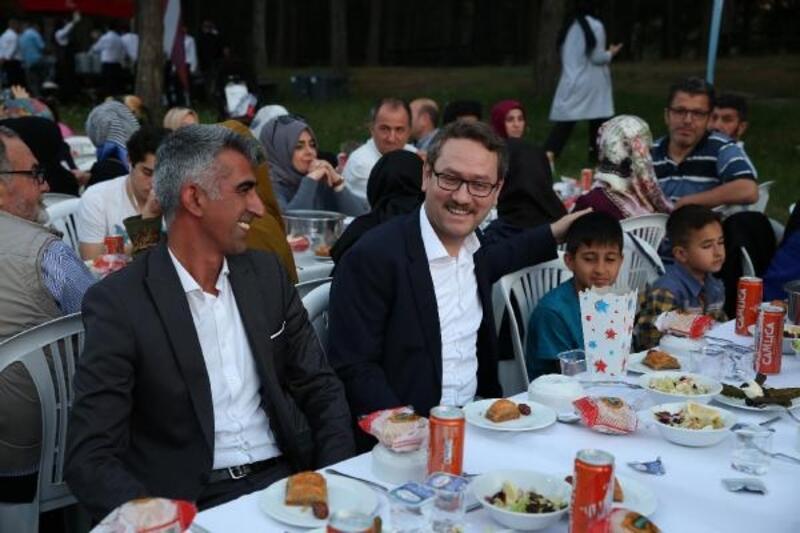 Başakşehir Belediyesi'nden mesire alanında 3 bin kişiye iftar