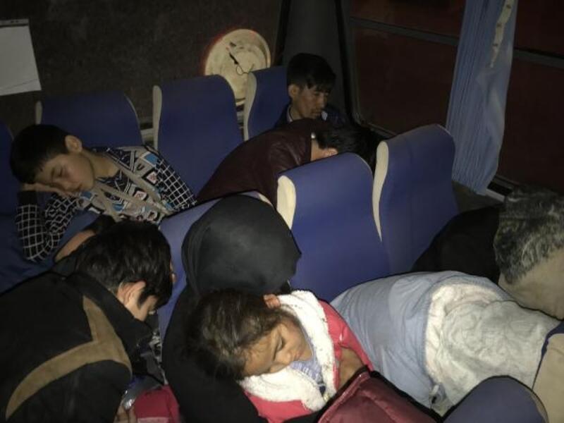 Çanakkale'de 27 kaçak göçmen ve 2 insan kaçakçısı yakalandı