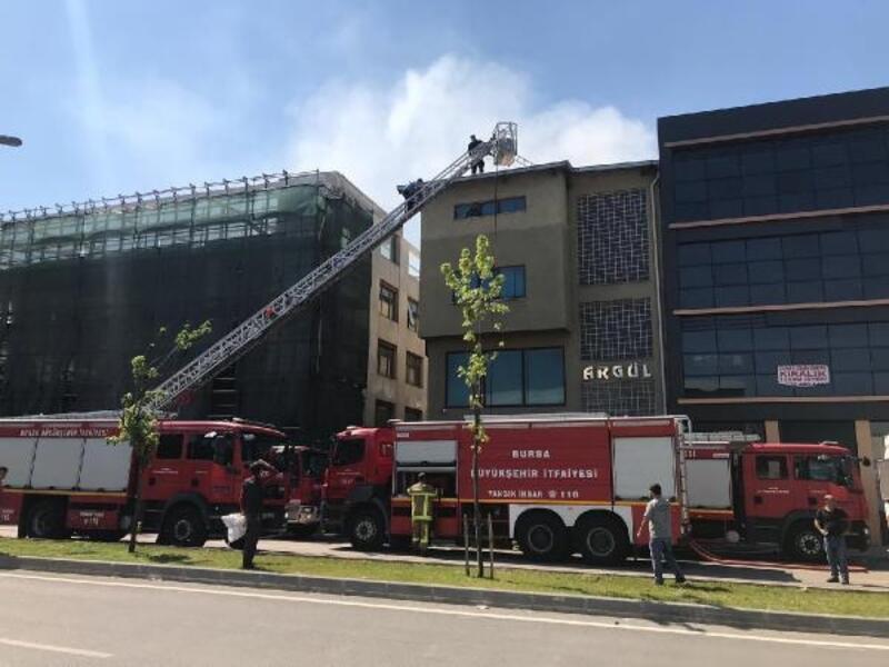 Bursa'da kumaş deposunda korkutan yangın