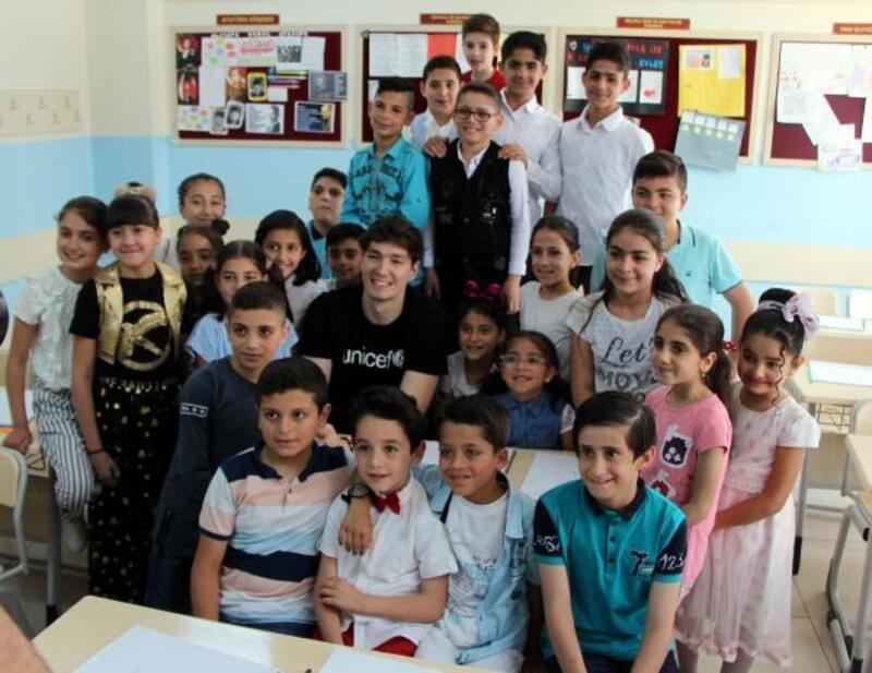 Cedi Osman, Gaziantep'te Suriyeli çocuklarla bir araya geldi