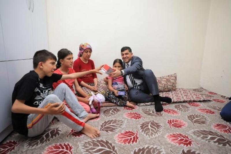 Başkan Fadıloğlu, iftar öncesi ailelerin evine konuk oluyor
