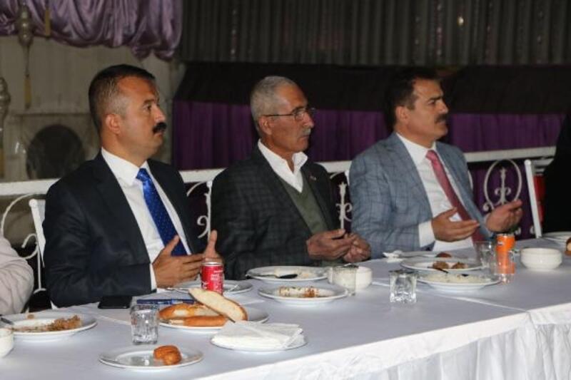 Hakkari Valisi Akbıyık şehit yakınları ve gazilerle iftar yaptı