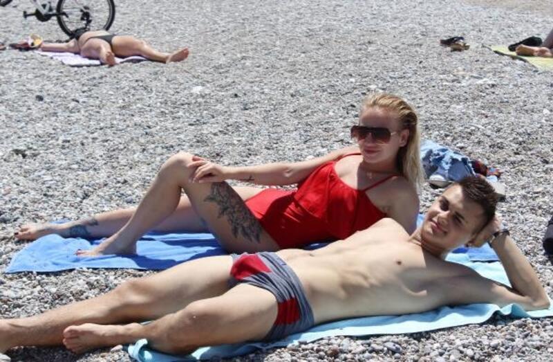 Antalya'da sıcak hava bunalttı