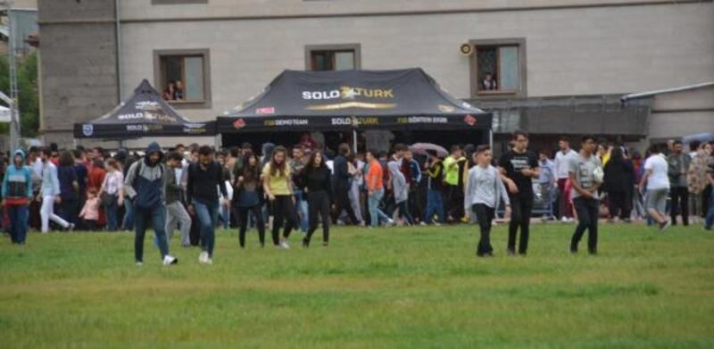 Kayseri'de Solo Türk gösterisine yağmur engeli
