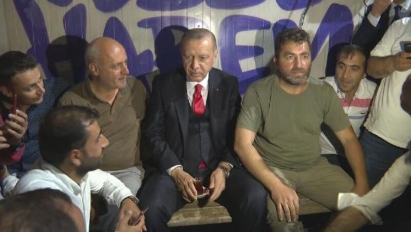 Cumhurbaşkanı Erdoğan'dan minibüs durağı ziyareti