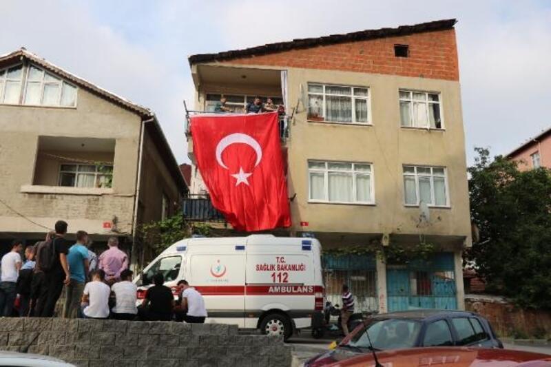 Iğdır şehidi uzman onbaşı Ali Yılmaz'ın baba evine ateş düştü