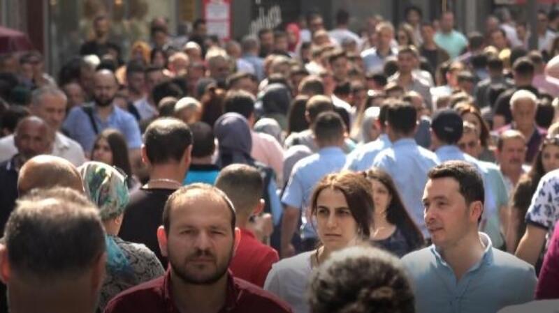 Trabzon cadde ve sokakları tatile gelenlerle doldu