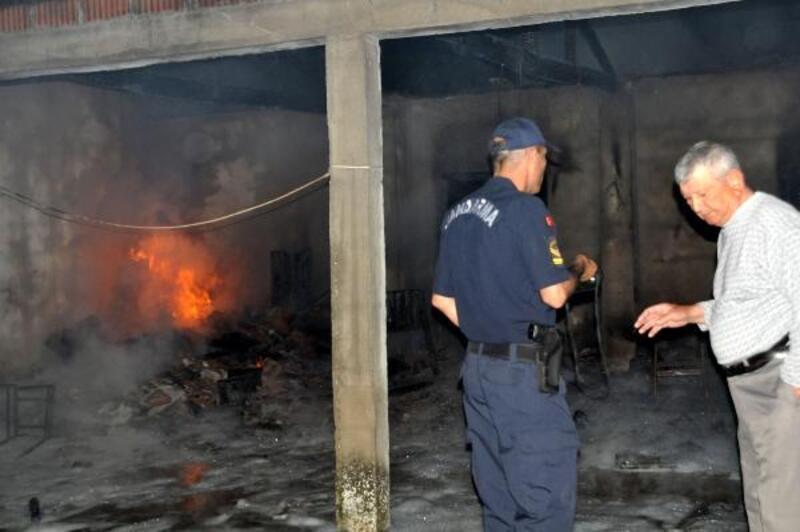 Bayramiç'te iki depo yandı, sahibi fenalaştı