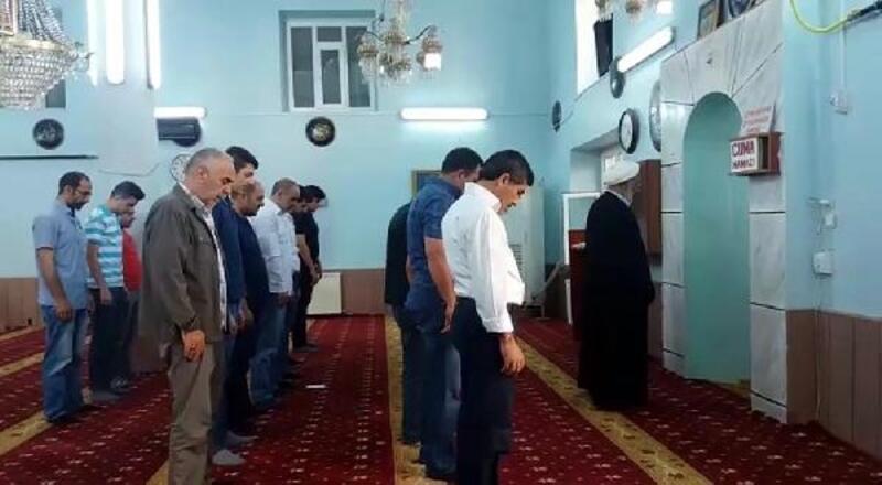 Iğdır'daki camide bayram namazı iki kez kılındı