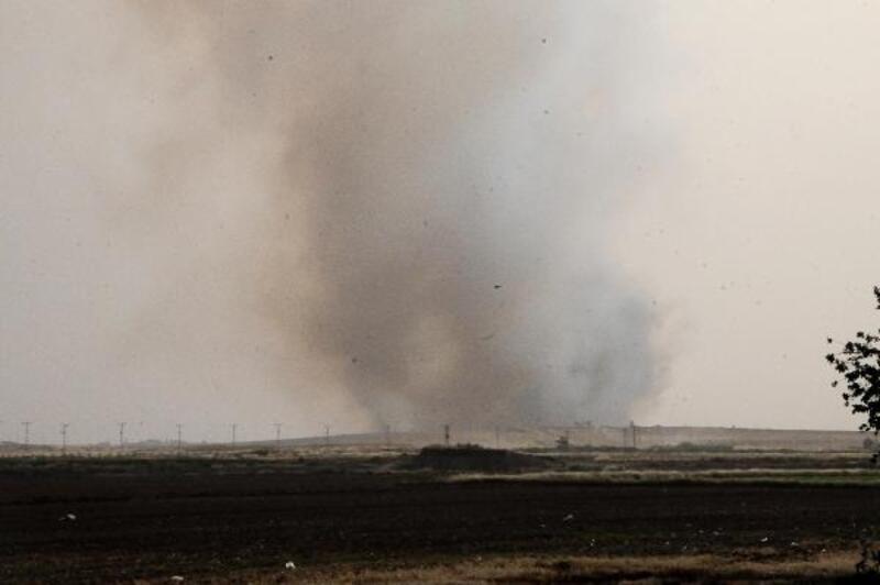 Türkiye sınırındaki Telabyad'da yangın