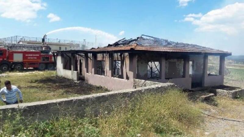 Orhaneli'de yangın sonrası kooperatif binası kullanılamaz hale geldi