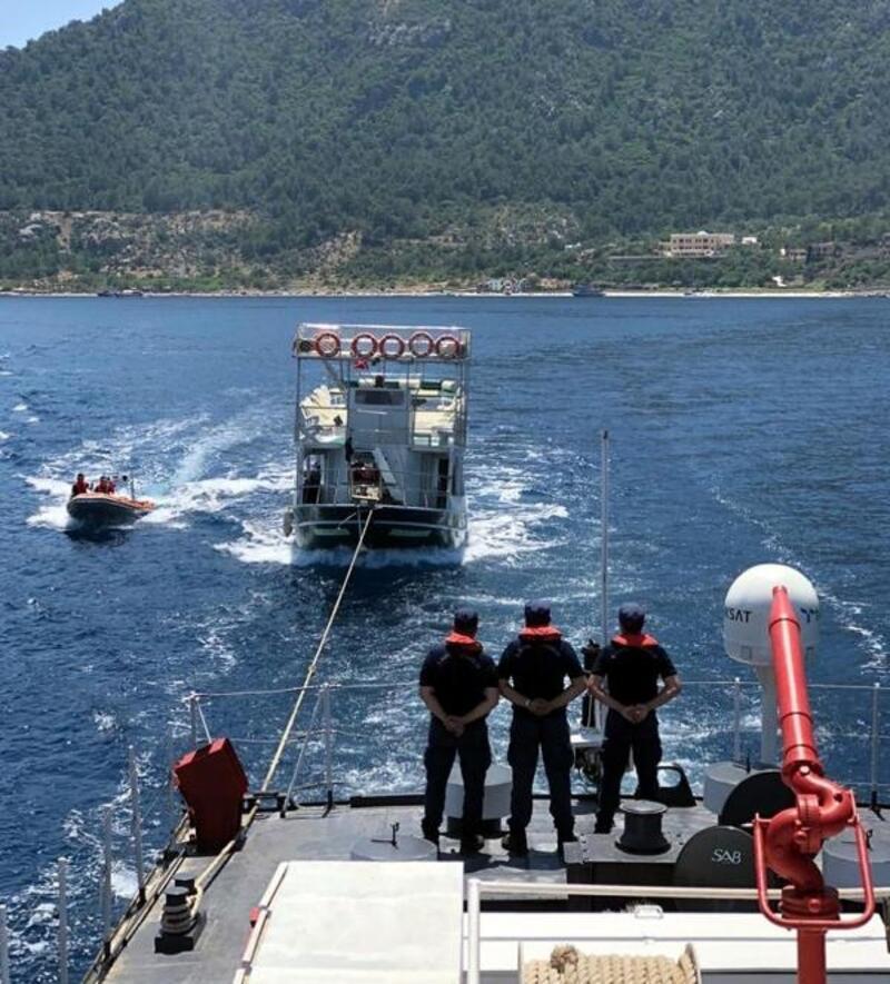 Marmaris'te tur teknesi su aldı, yolcular vemürettebatkurtarıldı